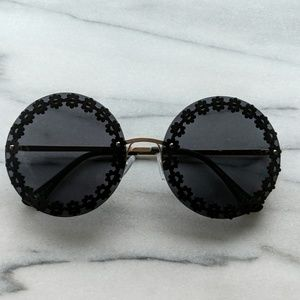 Accessories - Round black with flower details sunglasses